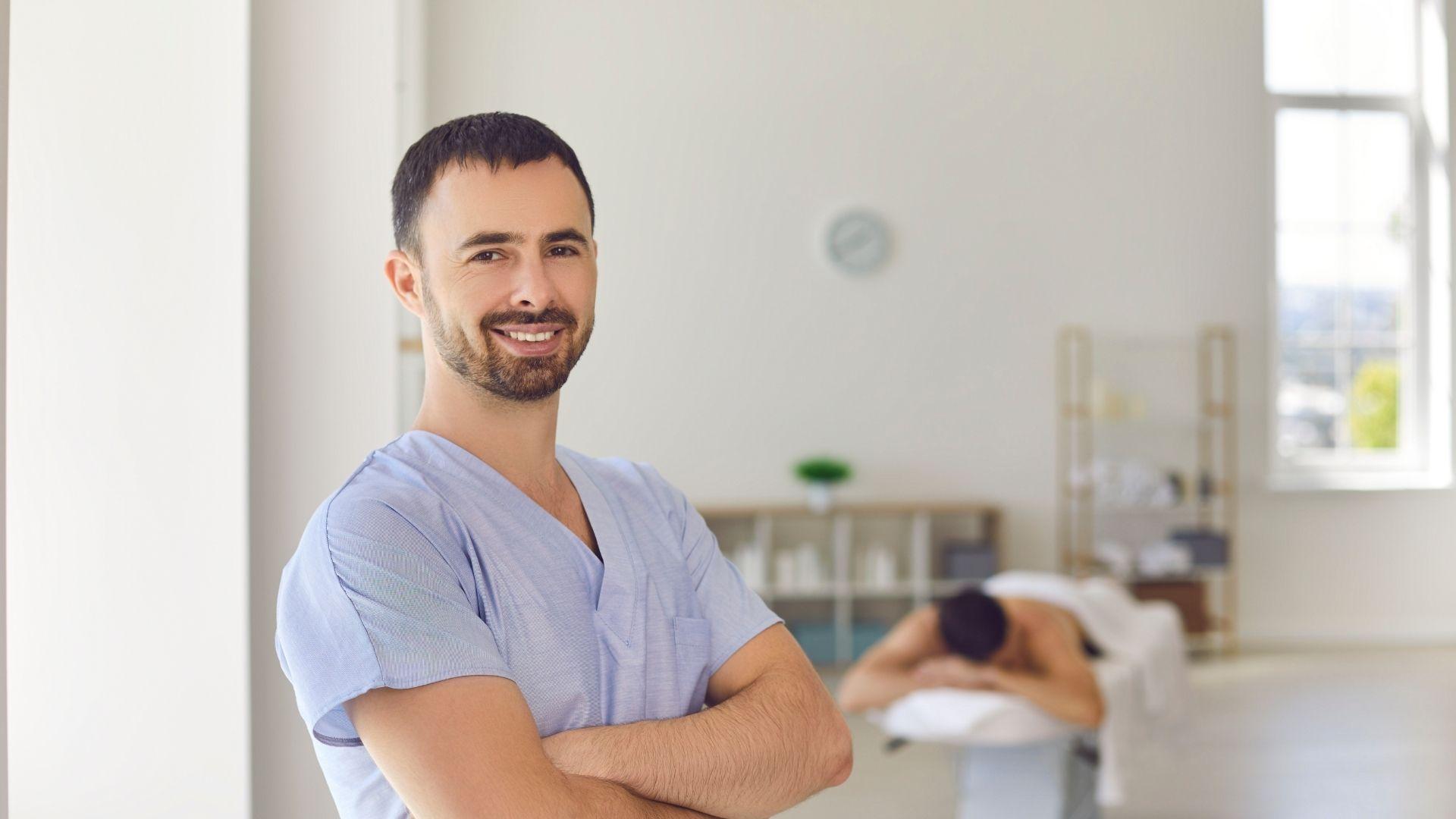 Zertifizierte Massage Ausbildung Massage und Wellnesstherapeut bei der Master Wellness Akademie als Massage und Wellnesstherapeut