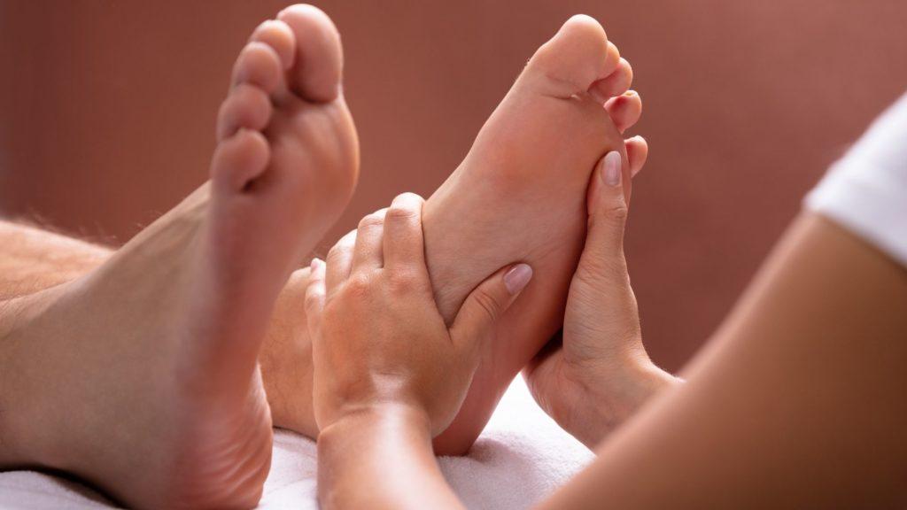 Zertifizierte Fußmassage Ausbildung bei der Master Wellness Akademie als Massage und Wellnesstherapeut