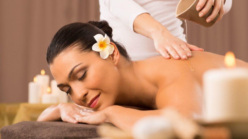 Lomi Lomi Nui Massage bei der Master Wellness Akademie